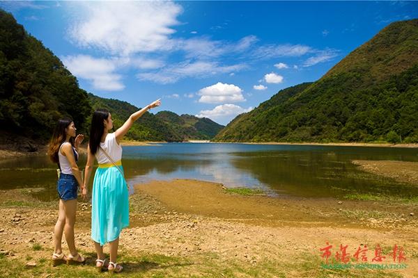 涌泉村有位民间老艺人名叫童前木